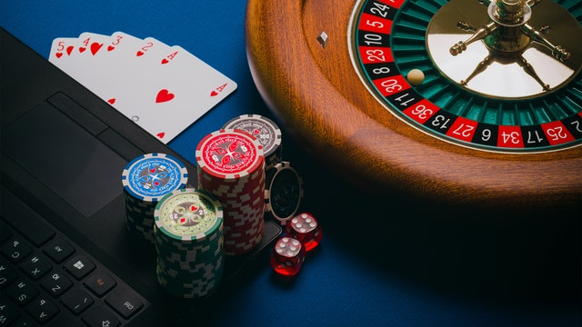 Find out the Perks of Online Poker Gambling here!